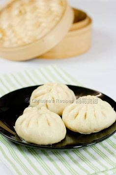 Steamed Pork Buns (Chinese traditional bread)