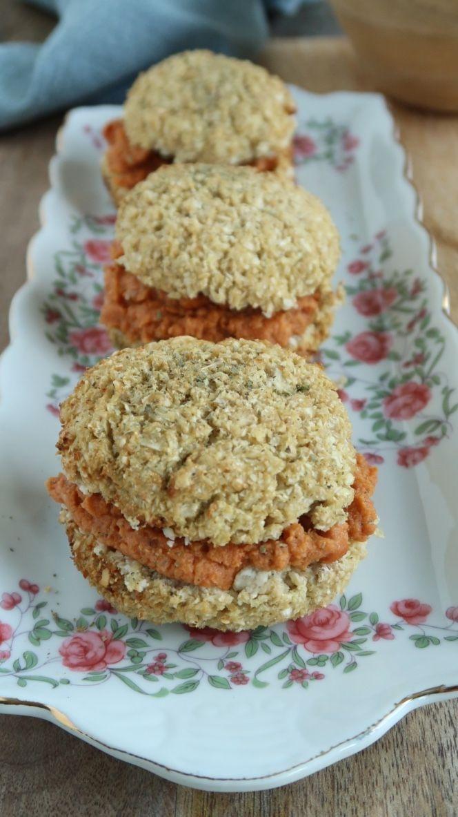 Dit recept voor koolhydraatarme bloemkoolbroodjes komt uit het nieuwste kookboek van Rens Kroes. En je hebt slechts 5 ingrediënten nodig. Enjoy! www.eatpurelove.nl