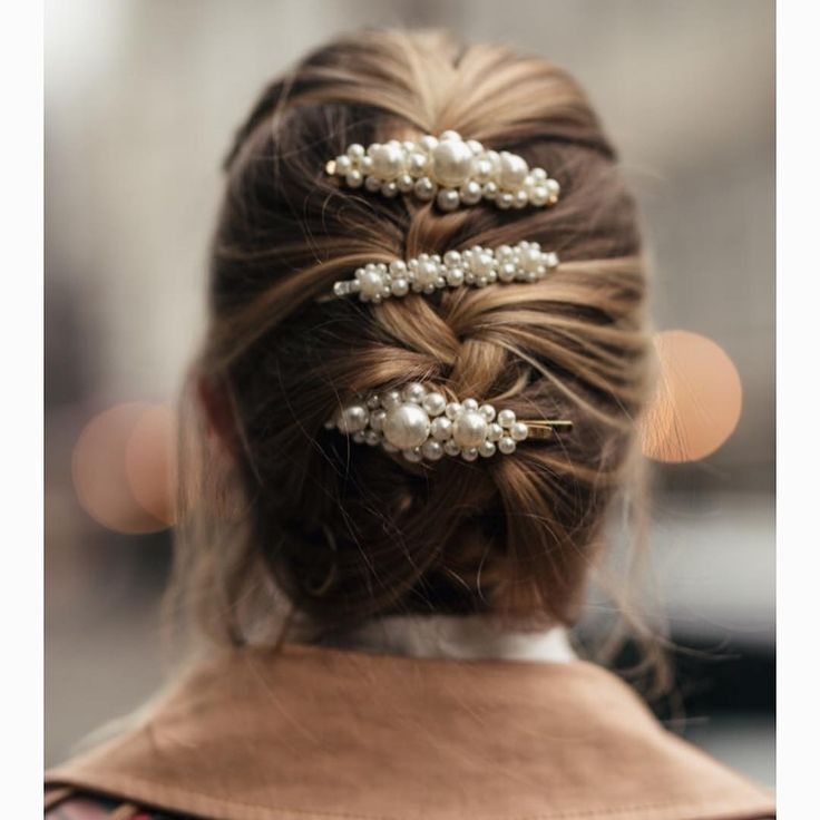 Trend alert ??More stories ??#hairaccessories #hairclip #headband #l…