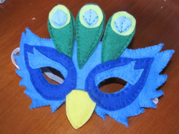 Peacock mask for the little ones. Made with felt.