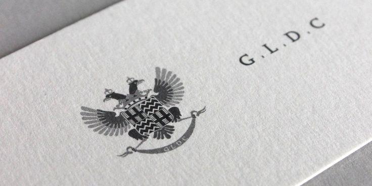 Sviluppo dell'immagine coordinata per GLDC, il marchio rispecchia l'eleganza e la solennità dello stemma di famiglia del proprietario, a cui è ispirato.