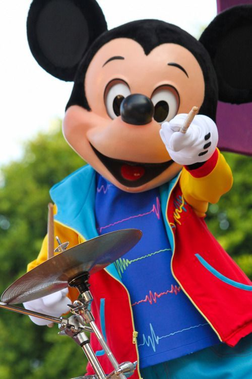 Cute Talking Mickey Mouse in Mickey's Soundsational Parade!