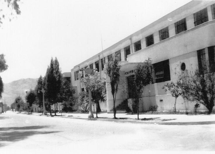 Escuela Superior, ubicada en calle Colipi, donde hoy se enuentra el Mall Plaza Real.