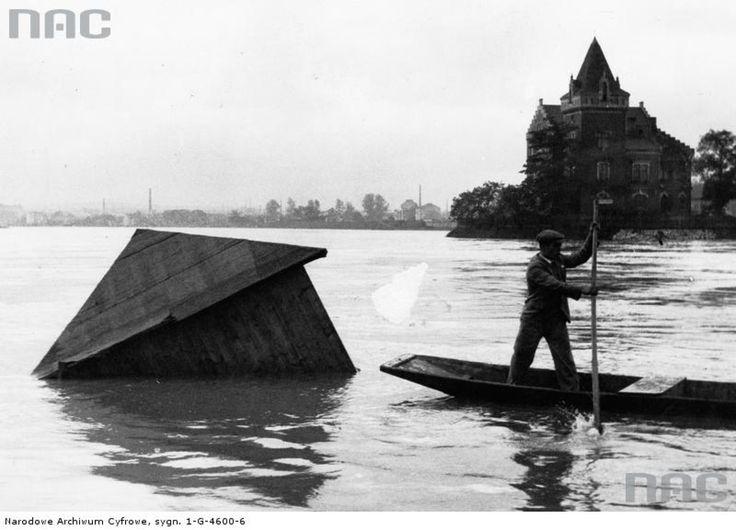 Data wydarzenia: 1931-08Wylew Wisły pod Wawelem