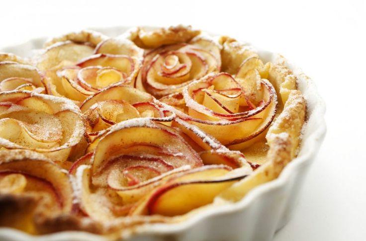 Manche Kuchen sind fast zu schön zum Essen. Das Rezept für die Apfel-Rosen-Tarte verzaubert Augen und Gaumen gleichermaßen.