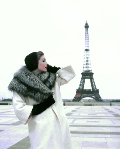 Georges Dambier, Suzy Parker Tour Eiffel, pour ELLE, Winter Givenchy, Paris 1954, Pigment Ink Print