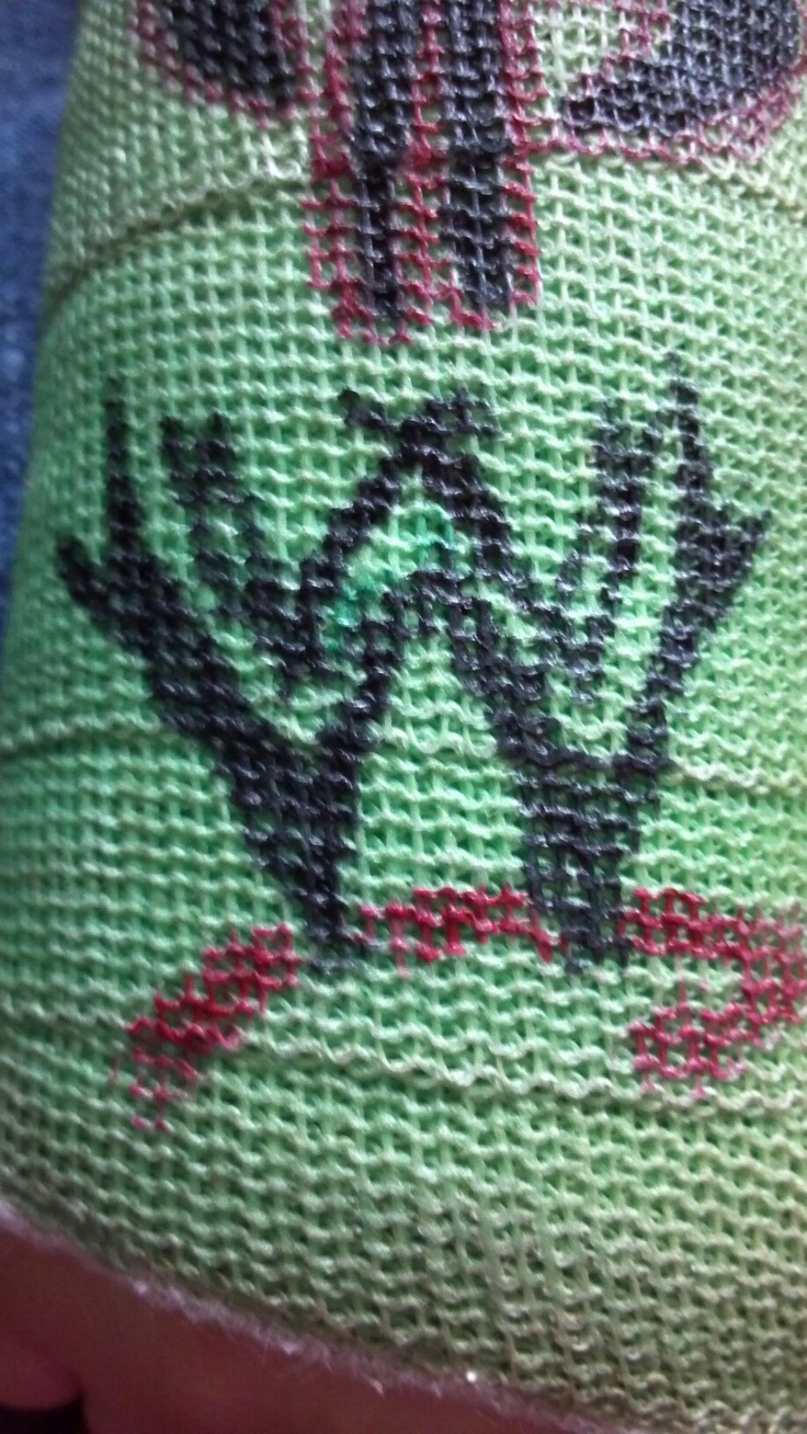 Kids that love WWE this is an easy way to draw on a cast