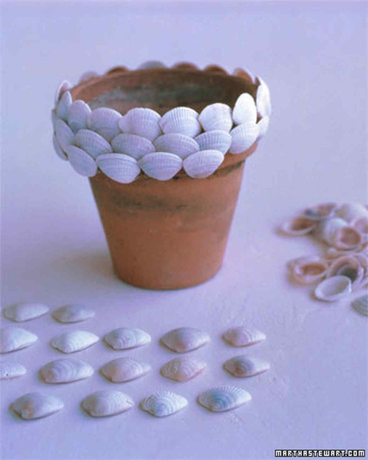 """Martha, Rosie O'Donnell, and radio hosts Alexis Stewart and Jennifer Koppelman Hutt (""""Whatever with Alexis and Jennifer"""") make shell-covered terra-cotta pots. Part 1."""