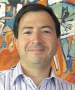 Francisco Pérez Iturra es Ingeniero Civil de Industrias de la Pontificia   Universidad Católica con un MBA de la  Universidad de Michigan, USA. Se ha desempeñado como Vice-Presidente/Gerente General de The Clorox Company para Sudamérica. Es director de diferentes empresas. Profesor del MBA de la Universidad Católica de Chile. En 2007 Co-funda Sirius Natura y se desempeña como Gerente General.
