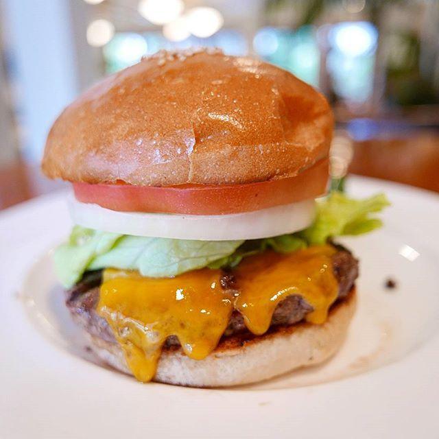 名店の味を。 味、雰囲気、最高です。  #東京 #tokyo #五反田 #gotanda #フランクリンアベニュー #franklinave #hamburger #ハンバーガー #burger #beef #肉 #meat #bread #パン #sandwich #写真 #photography #photo #pic #lumix #lx100 #food #カメラ #camera #チーズ #cheese #サンドウィッチ #グルメ #名店
