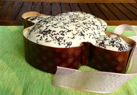 Colomba bianca a lunga fermentazione con lievito madre, cioccolato e nocciole