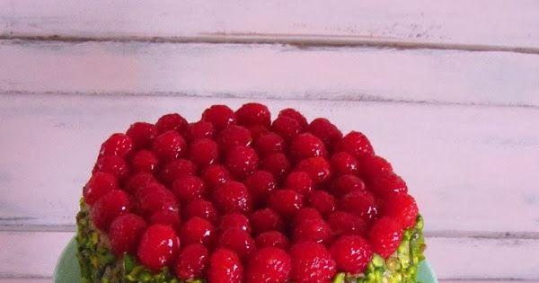 Adoro pistácios. E adoro as maravilhosas cores da natureza que se conjugam. O verde pistácio e o vermelho framboesa…uma combinação à qual ...