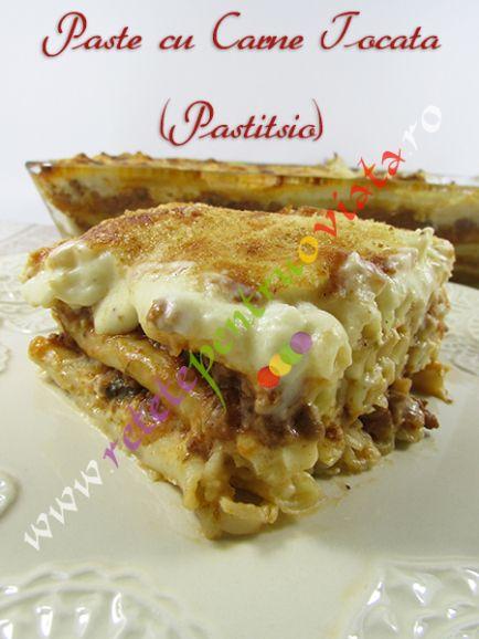 #Reteta de paste cu carne tocata la cuptor (#pastitsio) - o reteta greceasca extrem de gustoasa care combina minunat pastele cu carnea tocata si cu sosul bechamel.