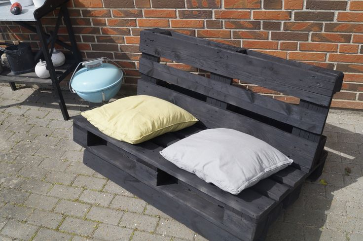 Palletsofa for your garden made of 2 pallets Pallesofa til haven -let at lave. Bygget af 2 paller. www.soloforaeldre.dk