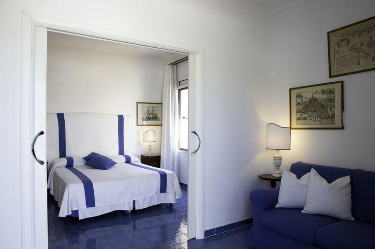 Per un momento così speciale ci vuole un posto altrettanto raffinato!  Le Suite nuziali dell'Hotel Chiaia di Luna saranno il vostro nido d'amore, arredate con maioliche azzurre e soffici tendaggi ti regalano una #vistapanoramica sul porto di Ponza! #matrimonio  #romance  #flowers