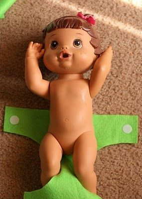 DIY Two Minute No-Sew Felt & Velcro Baby Doll Diaper Tutorial @ Do It Yourself Remodeling Ideas