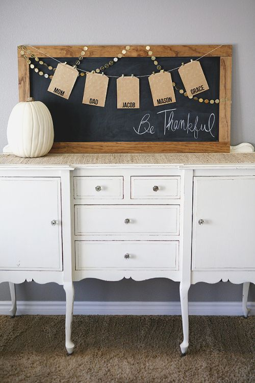 Eighteen25 encourages you to start a new Thanksgiving gratitude tradition with a DIY be thankful board. Craft bags for each family member and insert what you're thankful for inside them. How exciting and thoughtful!