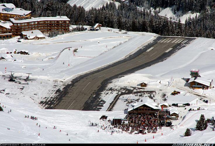 Courchevel, França: a pista dessa estação de esqui parece uma montanha russa, que fará o avião saltar antes da hora. A previsão do tempo muitas vezes não é precisa.  http://veja.abril.com.br/blog/ricardo-setti/tema-livre/assuste-se-com-o-video-os-10-aeroportos-mais-perigosos-do-mundo/