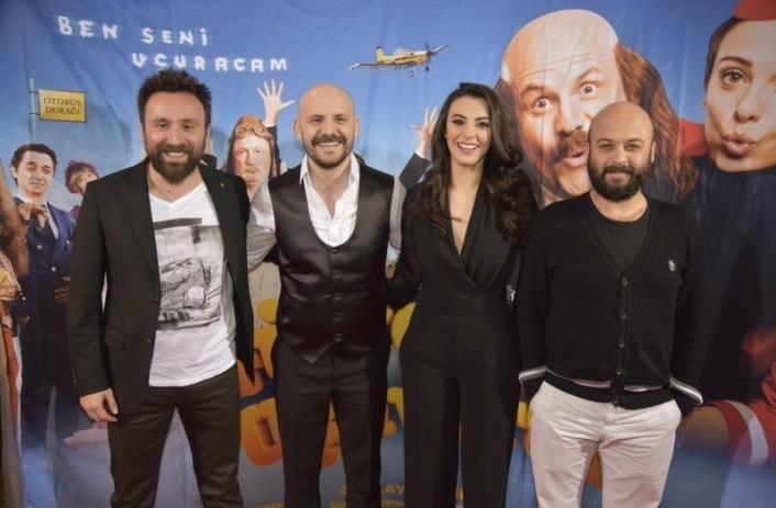 Af Media tarafından Berlin Cineplex Alhambra sinemasında gerçekleştirilen Güvercin uçuverdi film galasından kareler. Aktüel sinema bilgileri için internet sitemizi ziyaret edin: http://www.af-media.eu/index.php/cinema/guevercin-ucuverdi