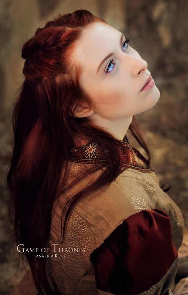 I wish I looked like her....those eyes and her hair!