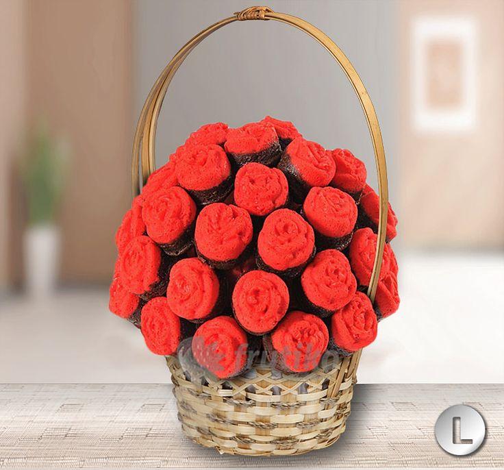 Kytice rudých růži vytvořených z jedlých dortíčku od Frutiko.cz