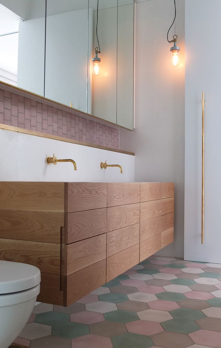 Double sinks faux drawers side details - Double Bay House