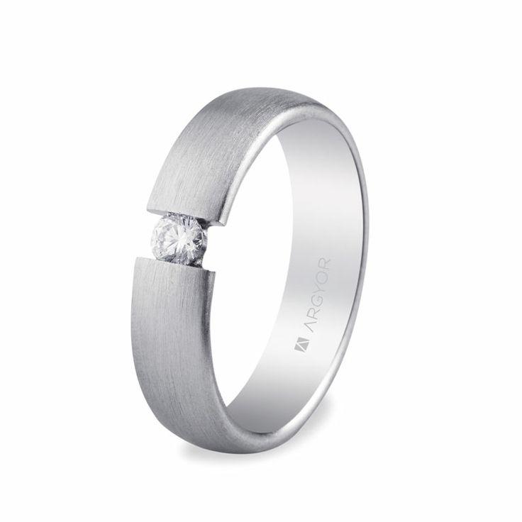 Alianza de boda con circonita de talla brillante. Anchura de 5mm. Modelo 5750151N Argyor.
