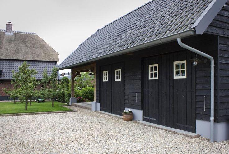 Zwarte houten schuur www.bronkhorstbuitenleven.nl