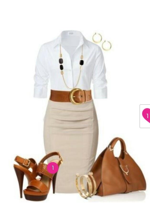 Stijlvol, kokerrok gecombineerd met wit blouse en bruine leren tas/riem/hakken