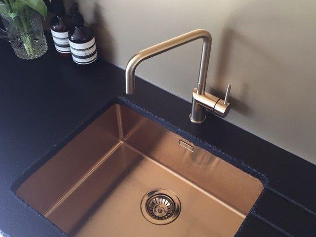 Gold, flushslimundermount sink