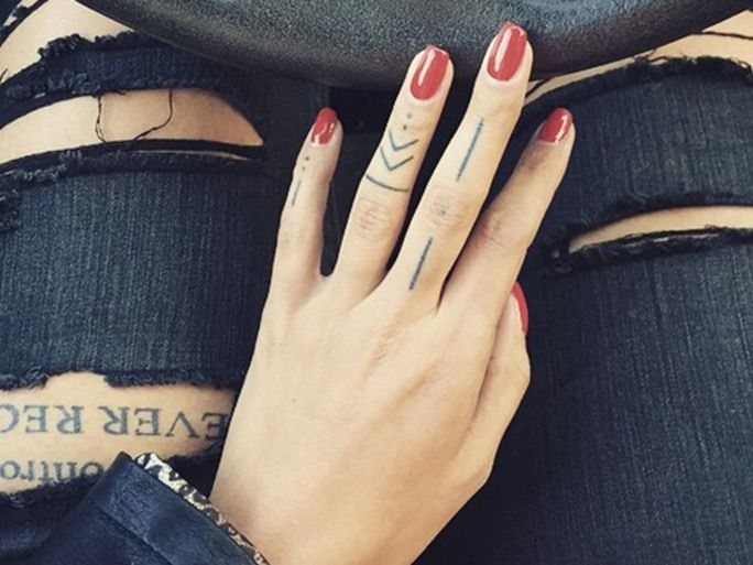 20 Cool Finger Tattoos That Will Totally Inspire You To Get Inked Right Now | Bustle