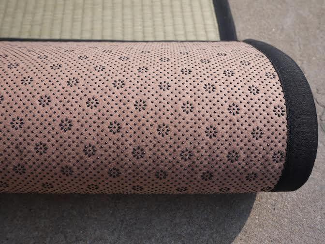 Anti-slip tatami mats, now available at: www.tatami.co.il  מחצלות טאטמי טבעיות- עשויות מצמח האיגוסה ומשטח מונע החלקה. כמו כן ניתן להשיג אצלנו מחצלות וואשי במגוון צבעים ודוגמאות. גודל המחצלות:  200x90