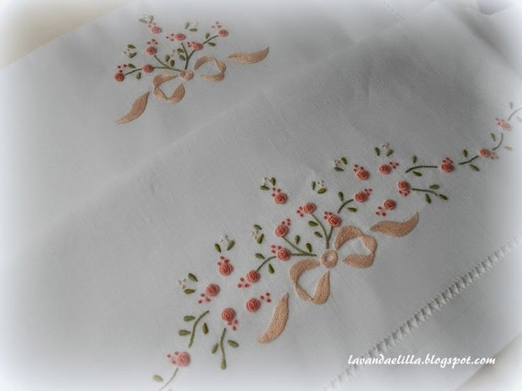 Lavanda e Lillà -- I just love hand embroidered pillowcases!