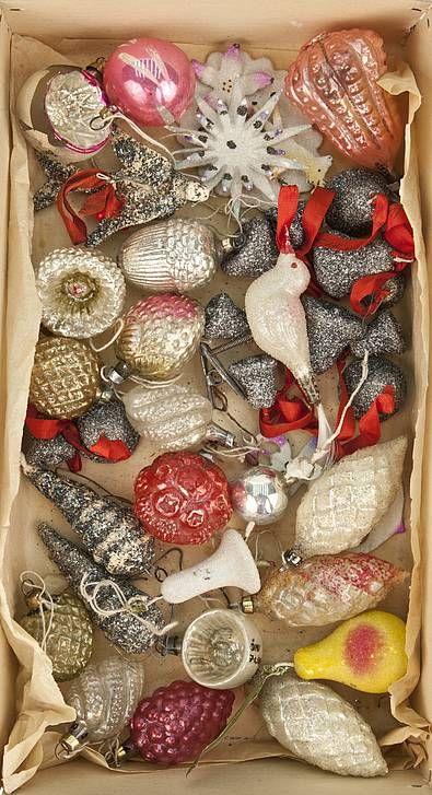 Vintage-style ornaments...cover old  ornaments  with glitter ?