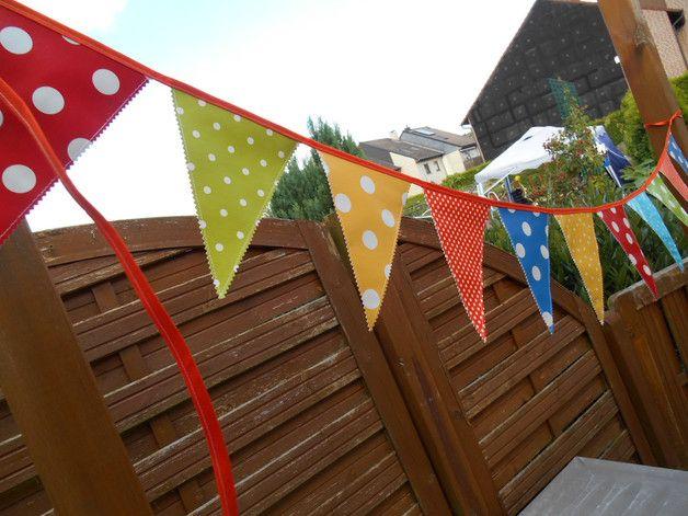 ♥♥♥ Wimpelketten sind ein muss für jede Feier,ob Geburtstag,Geburt,Taufe,Gartenparty.  Die Outdoor Wimpelkette ist aus Wetterfesten Wachstuch so können die Gartenpartys oder die alljährliche...