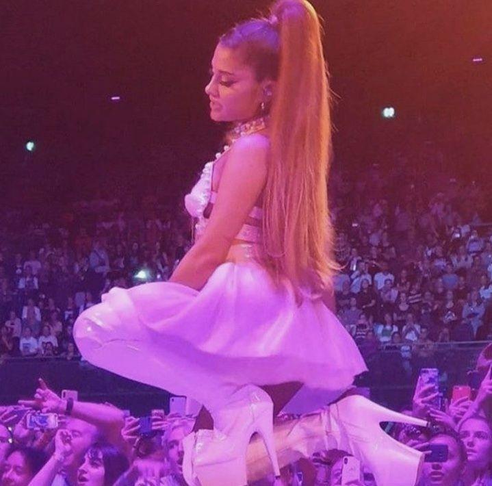 Pin By Raina On Ari In 2020 Ariana Ariana Grande Aurora