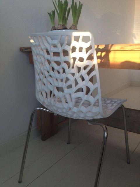 Air design eetkamerstoelen hoogglans wit: http://link.marktplaats.nl/m901005009