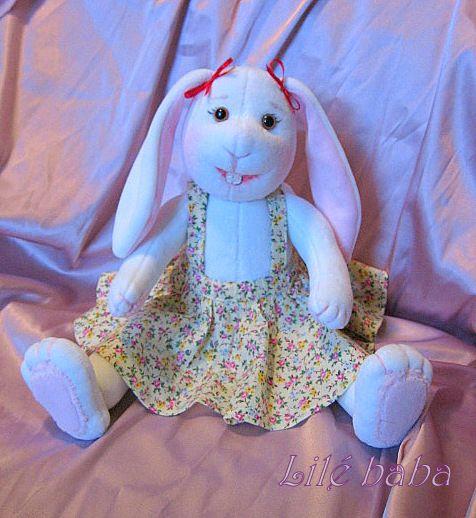 Nyuszilány rózsás szoknyában | Lilé baba - textilbaba és játék webáruház