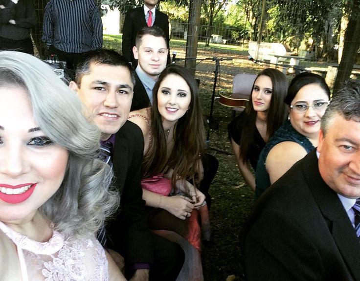 Com os amigos reunidos no #casamentomel estava MARA #tbt #casamentomel #casorio #marriage #wedding #cachoeiradosul #casamento #amigos #visinhos #bffs #top