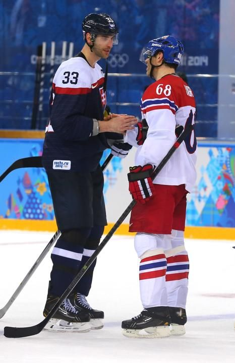Chara and Jagr shaking hands after the Czech vs Slovakia game [Feb 18, 2014]