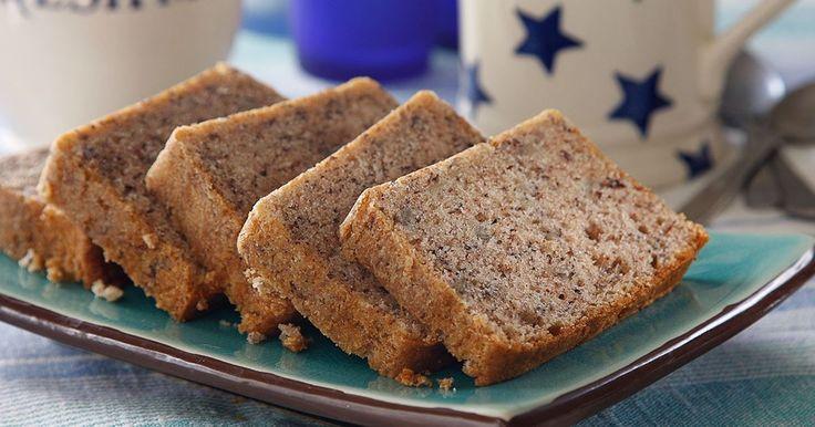 Passa på att baka den amerikanska favoriten banana bread när du har bananer hemma som börjar bli väl mogna. Ljuvligt god och saftig med smak av kanel.