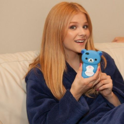 Who remembers when this phone case was a big thing? Lmao.  #chloemoretz #chloegracemoretz