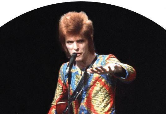 Ο Starman δεν μένει πια εδώ ____________________ Του Απόστολου Θηβαίου  #davidbowie #music #star http://fractalart.gr/starman/
