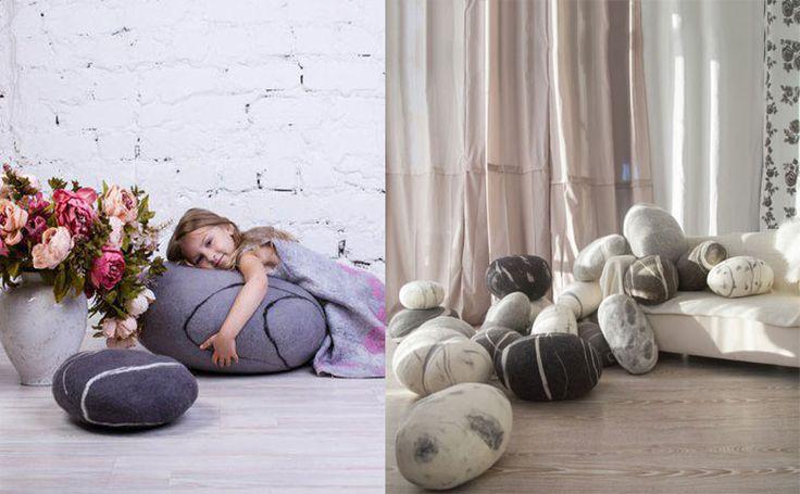#design #interior #decor #дизайн #интерьер #archset #interiordesign #sweethome  Не так давно группа молодых польских архитекторов под брендом Fivetimesone Miroslaw Poplavski на основе общих творческих взглядов и вдохновляясь у природы, создали забавный текстильный декор: диванные подушки и пуфы в виде камней и гальки. Особая ценность этой разработки состоит в том, что подушки создаются вручную из гипоалергенной шерсти австралийской овцы- мериноса, а внутреннее наполнение, из синтетических…
