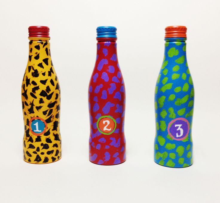 Série Oinça Coke (2014) Esmalte sintético e tinta acrílica sobre garrafa de alumínio