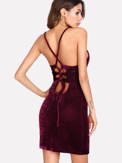 Vestido de terciopelo con cordón en la parte trasera