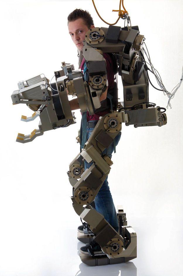 Body Extender : le forçat Fabricant : Percro (Perceptual Robotics Laboratory) Pays : Italie Année : 2014 Type : Exosquelette Qualité principale : Polyvalence Secteur d'usage : Militaire