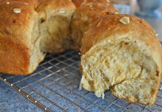 Heavenly Oatmeal-Molasses Rolls | Recipe
