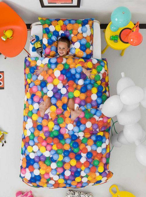 Arreda il tuo letto con questo fantastico copripiumino originale.  Una linea di biancheria da letto unica nel suo genere, ottima qualità e colori sgarcianti.  Ogni prodotto viene stampato con la migliore qualità per redere realistica la foto e donare un effetto unico praticamente reale.  Misure: 135x200  federa 50x75      Dettagli: biancheria double face     Chisura: chiusura a tasca