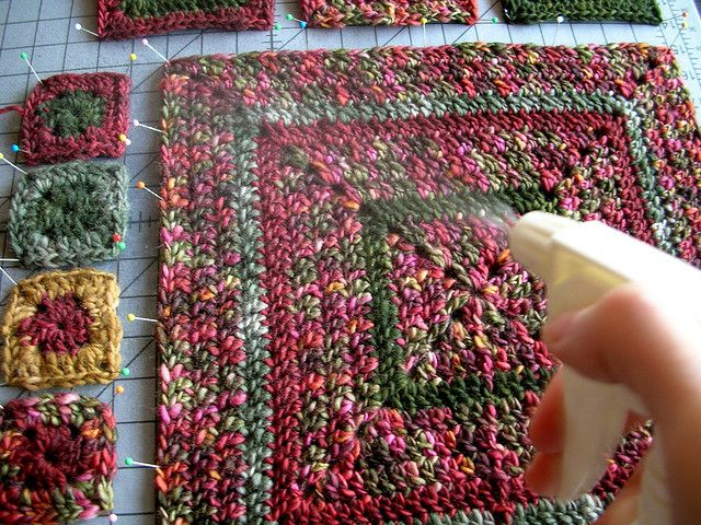 How To Spray Block Crocheted or Knitted Squares ༺✿ƬⱤღ https://www.pinterest.com/teretegui/✿༻